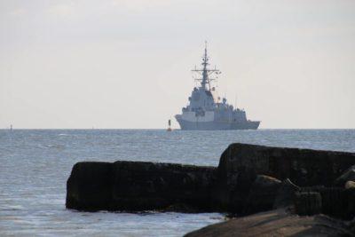 Navy ship leaves Kiel
