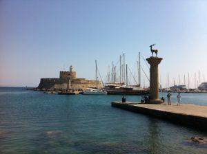 Elafos und Elafina Rhodos Mandraki Hafen - Wappentiere Mandraki Hafeneinfahrt