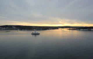 Fähre im Oslofjord Norwegen bei Sonnenuntergang