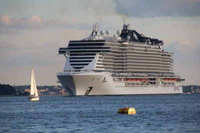 Kreuzfahrtschiff MSC Seaview in der Kieler Förde