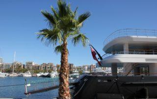 Marina Port Vell Barcelona Motoryachten liegen im Yachthafen