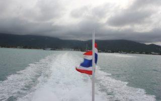 Fähre verlässt Nathon Pier auf Koh Samui