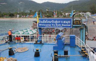 Fähre legt am Nathon Pier Koh Samui an - Fährverbindung Koh Samui - Festland Surat Thani