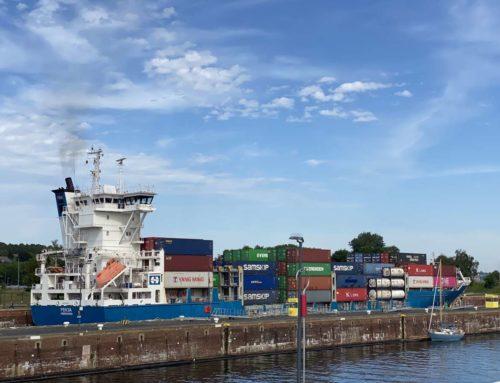 Shipspotting am Nord-Ostsee-Kanal: Schleusen-Aussichtsplattform Kiel