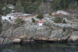 Leuchtturm auf einem Felsen im Oslofjord