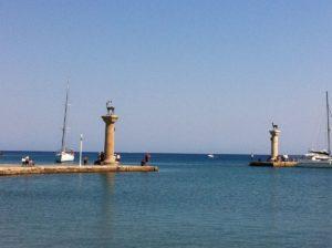 Rhodos Hafen Hirsch & Hirschkuh - Elafos & Elafina an der Hafeneinfahrt