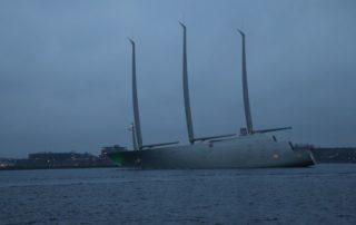 Segelyacht A in der Kieler Förde - weltgrößte Segelyacht verlässt Kiel im Februar 2017