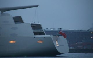 SYA Sailing Yacht A in der Kieler Förde mit beleuchtetem A am Heck