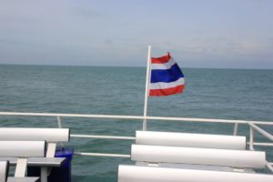 Thailand Flagge am Heck Passagierfähre Koh Samui Surat Thani