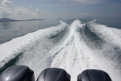 Motorboat with 3 engines in Thailand from Koh Samui to Koh Tao