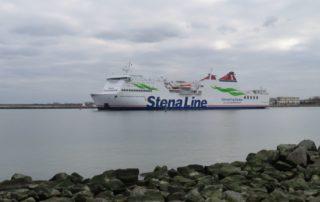 Stena Line Fähre an der Warnemünder Mole auf dem Weg von Rostock nach Trelleborg