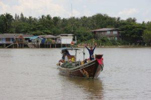 Fischerboot Ta Pi Fluss SUrat Thani
