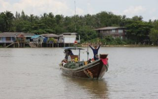 Fischerboot Ta Pi Fluss SUrat Thani
