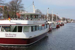 Min Herzing Warnemünde Ausflugsschiff im Alten Strom