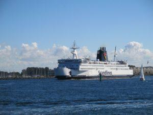 Scandlines Fähre Prins Joachim in der Warnow auf dem Weg von Rostock nach Gedser