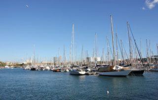 Segelschiffe im Hafen in Barcelona